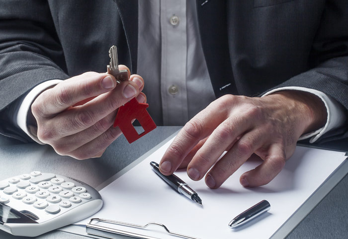 Landlord vs. Rental Property Manager: Renting from Whom?